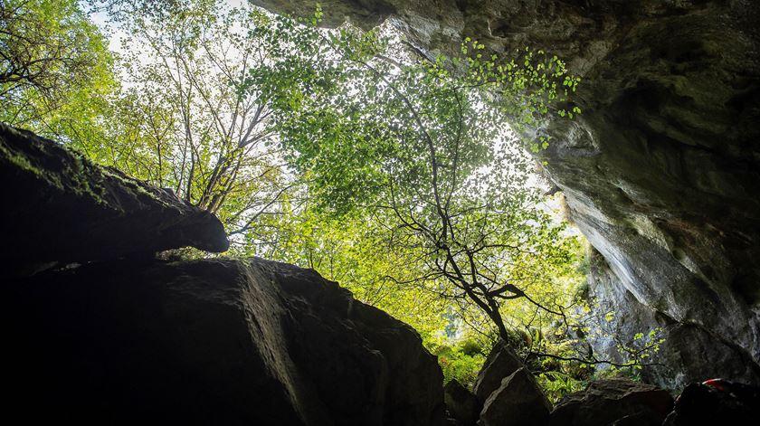 Portugueses presos em gruta espanhola saíram pelo próprio pé