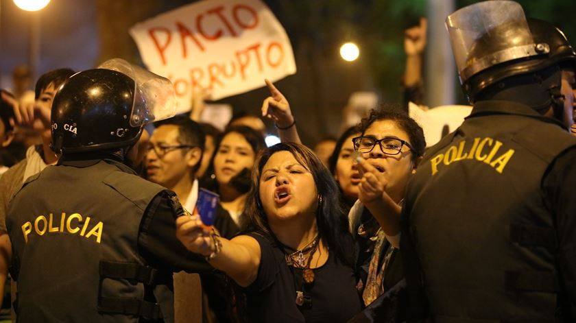 Centenas protestam no Peru contra indulto a Fujimori
