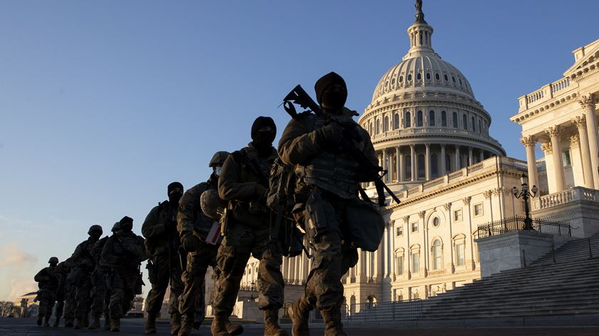 US National Guard authorized to use weapons to defend Capitol
