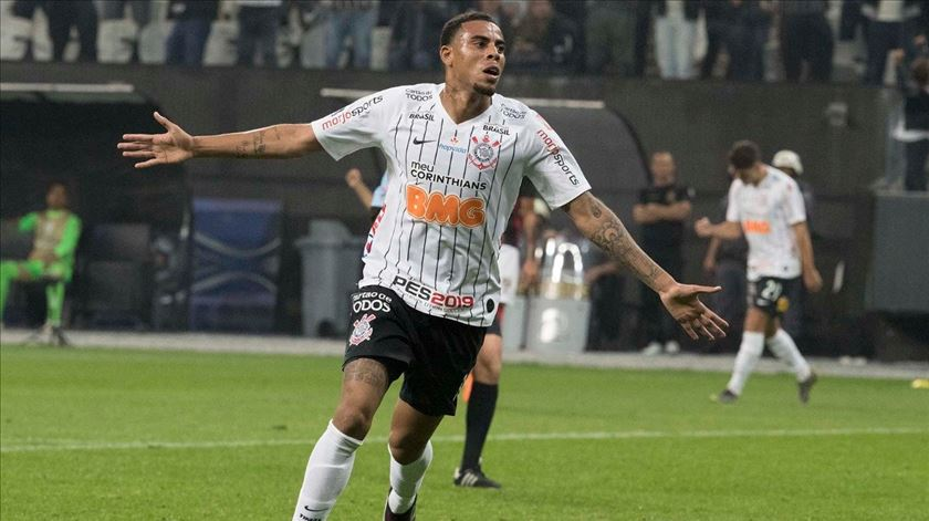 Gustavo tem brilhado no Brasileirão. Foto: Twitter do Corinthians