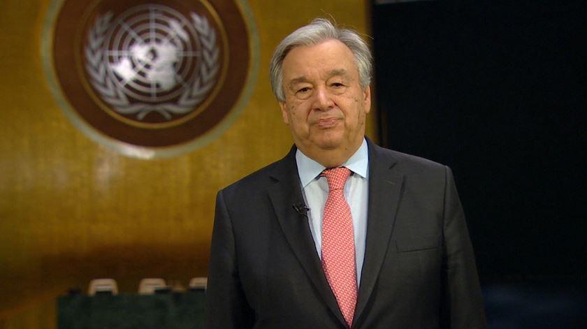 """António Guterres: """"A fúria do vírus põe em evidência a loucura da guerra"""""""