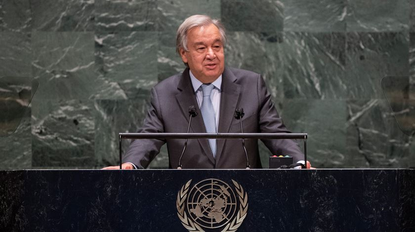 "Guterres alerta que o mundo continua a viver sob a ameaça de uma ""catástrofe nuclear"""