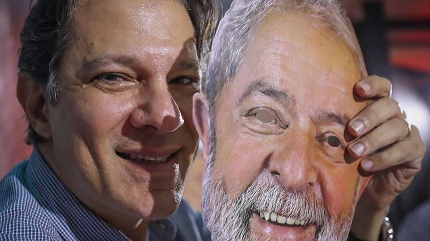 """Haddad, o escolhido de Lula. Oposição diz que é um """"fantoche"""". Foto: Marcelo Chello/EPA"""
