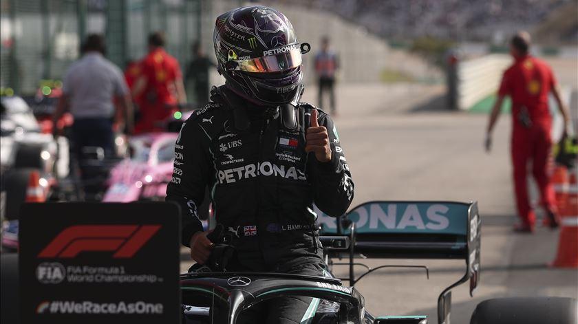 Lewis Hamilton, Mercedes. Pole position em Portimão. Foto: José Sena Goulão/EPA