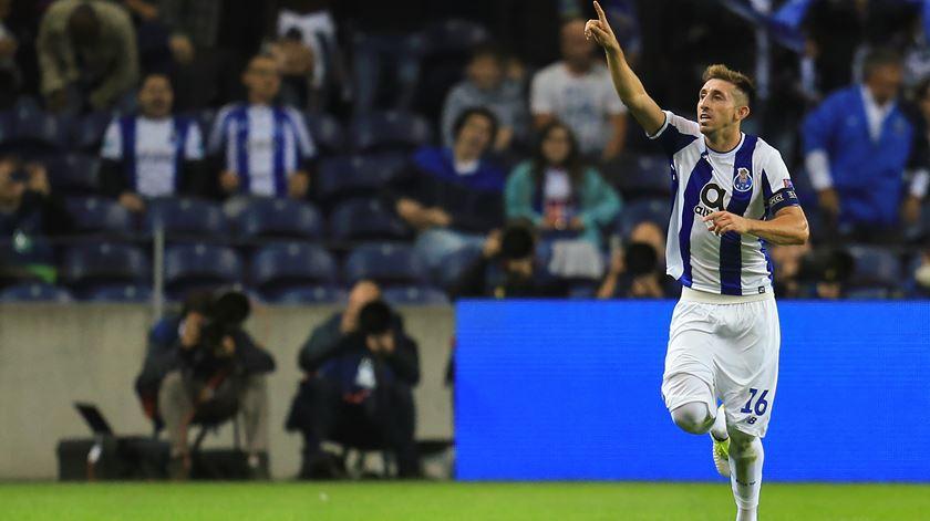 Hector Herrera falha os dois próximos jogos do FC Porto. Foto: José Coelho/Lusa