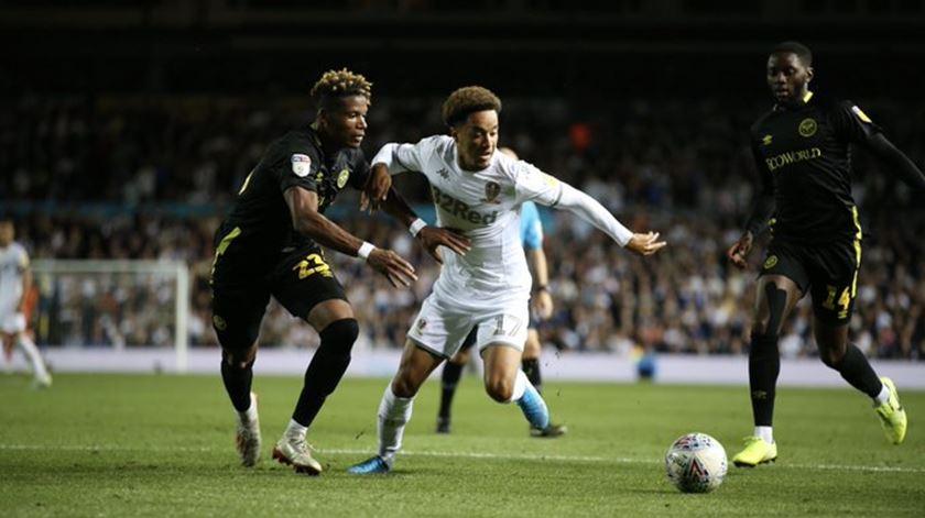 Hélder Costa assina em definitivo pelo Leeds