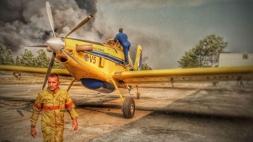 Hélio Madeiras é bombeiro há 19 anos. Há 12 que integra a Força Especial de Bombeiros. Foto: Facebook