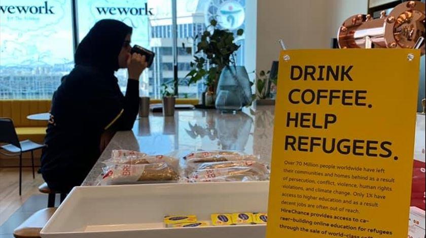 """Web Summit. """"Beba café. Ajude Refugiados"""""""