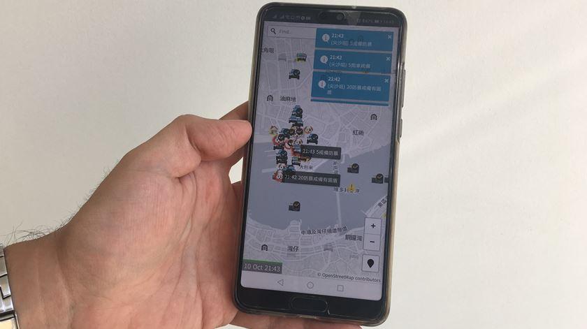 A aplicação HKmap, utilizada por manifestantes em Hong Kong e retirada da Apple Store, que considera que viola as leis do território e as suas orientações gerais. Foto: Joana Azevedo Viana/RR