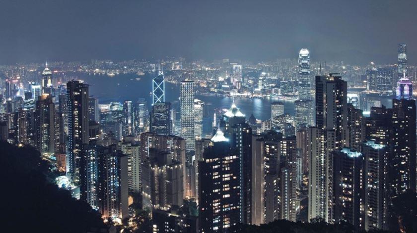 Mais uma vez, Hong Kong fica em primeiro lugar na competição, com um número esperado de chegadas de 29,8 milhões de pessoas em 2018. Este ano, a região administrativa especial da China atraiu mais seis milhões de visitantes do que o seu rival mais próximo, aproximadamente.