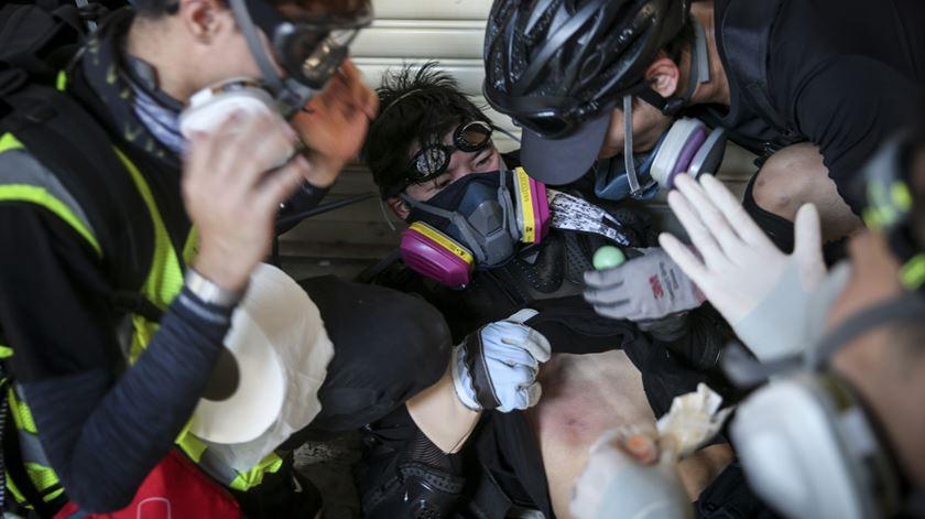 Manifestante baleado pela polícia de Hong Kong no 70.º aniversário da República Popular da China