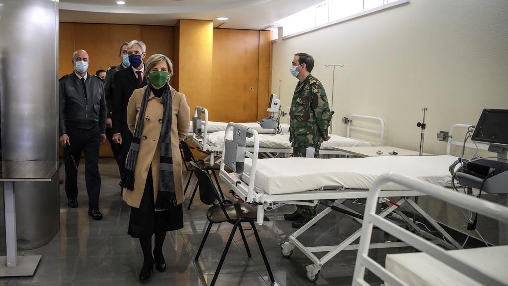Número de internamentos deverá chegar aos 6.400. Na foto, ministra da Saúde visita Hospital das Forças Armadas. Foto: Andre Kosters/Lusa