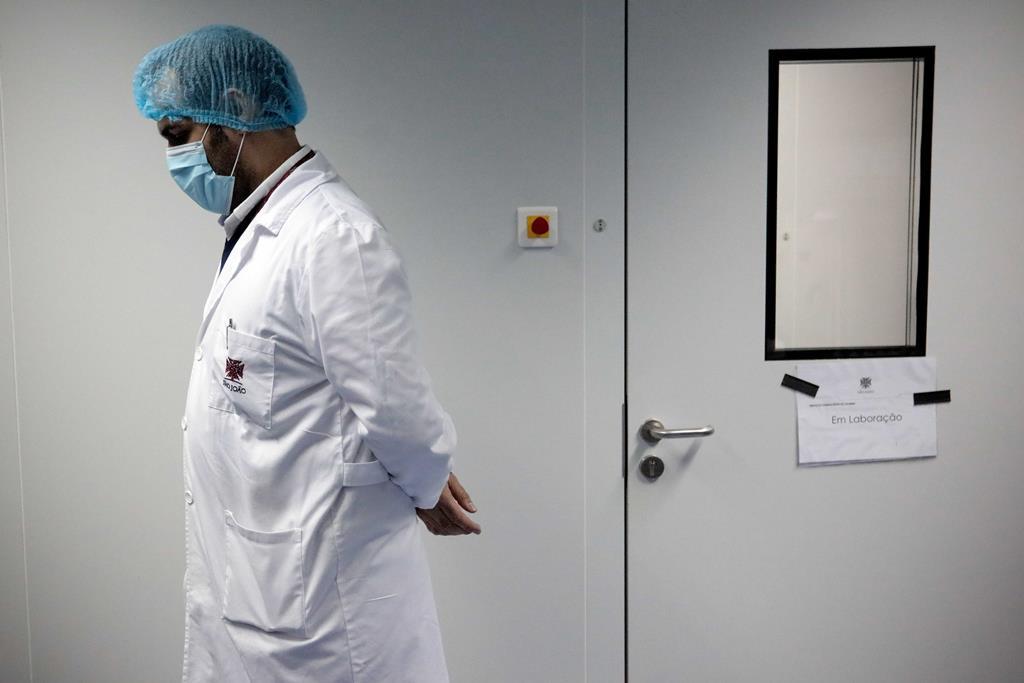 Cerca de 60% da capacidade de internamento do hospital está alocada ao tratamento de doentes com covid-19. Foto: Manuel Fernando Araújo/Lusa