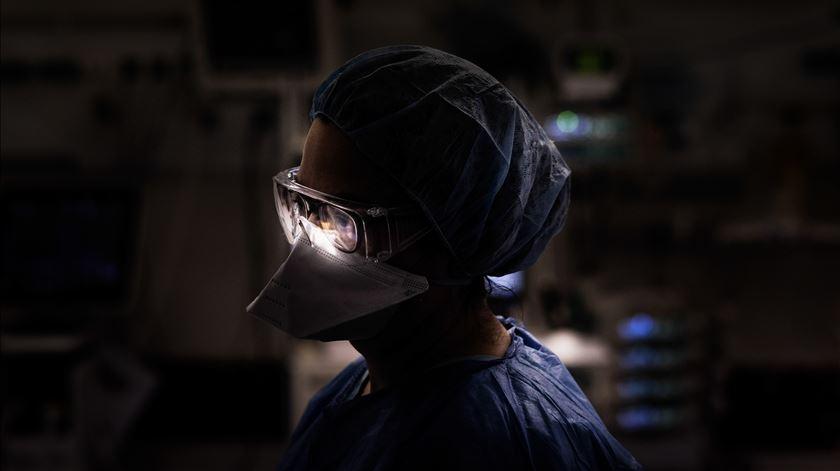 Mais de 3.500 profissionais de saúde infetados com Covid-19