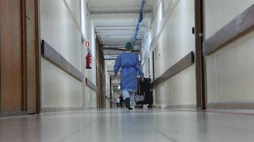 """Hospital de S. João alarga horário de consultas. """"Prestação de cuidados ficou mais cara"""""""
