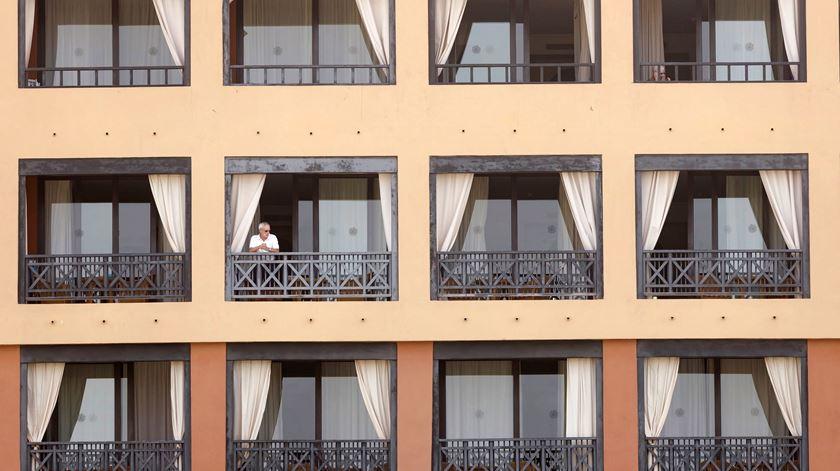 """Casal italiano infetado pelo coronavírus em Tenerife. Hotel está """"sob vigilância"""""""