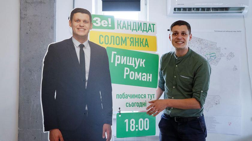 Comediante e estrela rock na corrida ao parlamento ucraniano