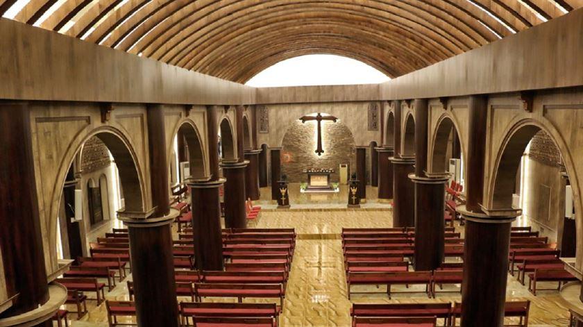 A Igreja de São Jorge foi danificada, profanada e saqueada, mas agora está em uso novamente. Foto: AIS