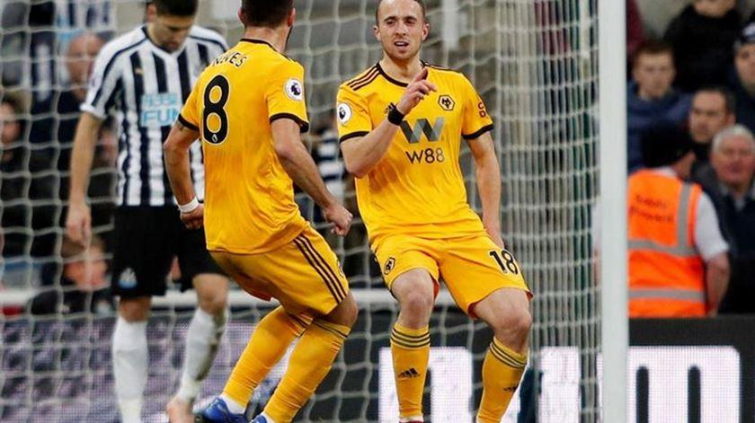 """Wolverhampton goleia Newcastle com """"bis"""" de Jota"""