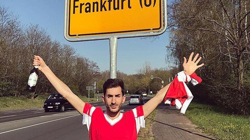 Adeptos do Benfica foram a Frankfurt… mas estão a 500 quilómetros do jogo