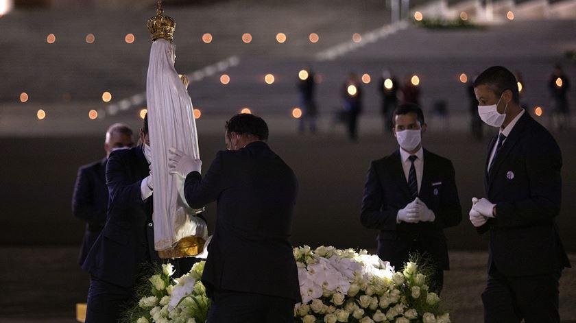 Procissão das velas no 13 de Maio. Três peregrinos iluminam noite mais escura de Fátima