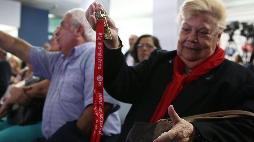O apoio a Pizarro pode estar num porta-chaves. Foto: Gonçalo Costa/RR