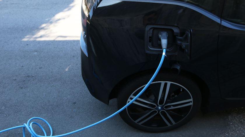 Estado vai deixar de apoiar carros elétricos acima de 60 mil euros
