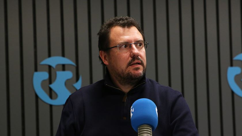 Luís Aguiar-Conraria, no programa Conversas Cruzadas. Foto: Gonçalo Costa/RR