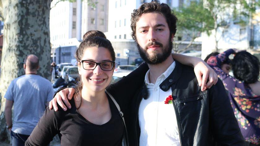 Beatriz Arnedo com o amigo Francisco Peixoto, estudante de Sociologia.
