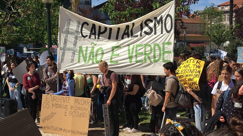 No Porto, o protesto começou na Praça da República. Foto: André Rodrigues/RR