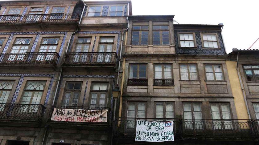 """Carta aberta ao Parlamento. """"É responsabilidade do Estado garantir o acesso a uma habitação adequada"""""""