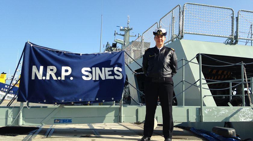 Foi a primeira piloto da Marinha. Agora, é a primeira comandante a estrear um navio