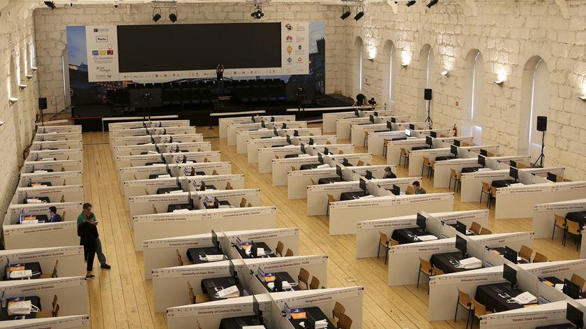 Sala da final do International Collegiate Programming Contest, na Alfândega do Porto. Foto: Marília Freitas/RR