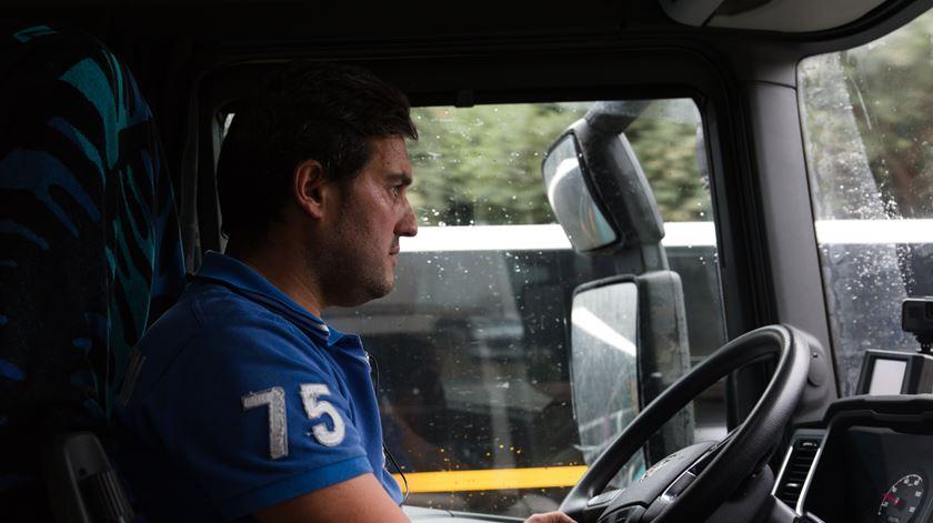 """Nuno é motorista e não faz greve. """"Toda a gente sabe que ganhamos mais do que o sindicato diz"""""""