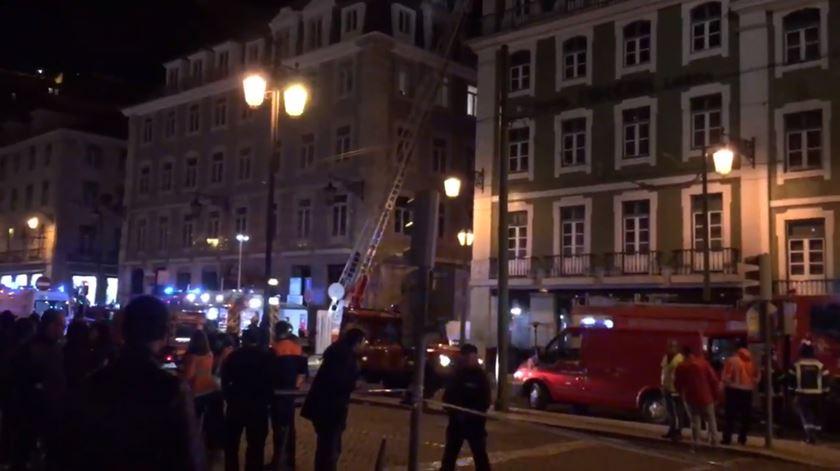 Incêndio num hotel em Lisboa obriga a evacuação do edifício