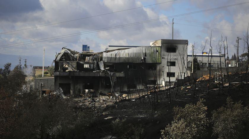 Chamas voltaram a destruir casas em vários pontos do país. Foto: Joana Bourgard/RR