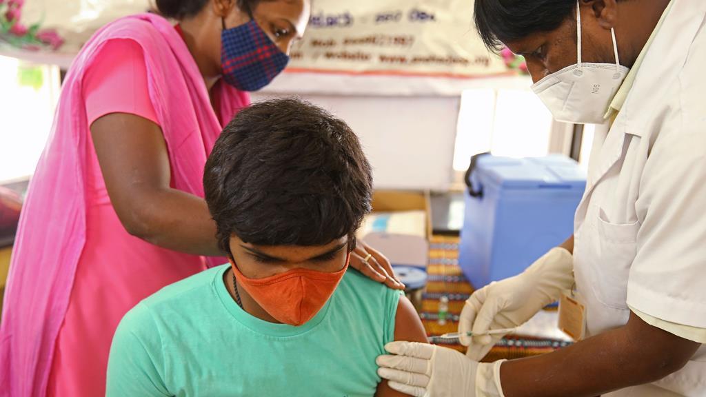 Os mais jovens já começaram a ser vacinados na Índia. Foto: Jagadeesh NV/EPA