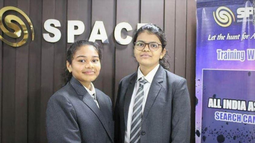 """""""Quero tornar-me astronauta"""". Estudantes indianas descobrem asteroide rumo à Terra"""