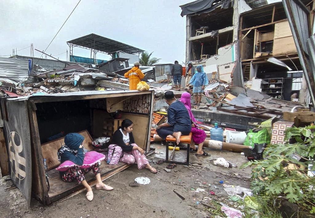 Autoridades indonésias dão conta de pelo menos 42 vítimas mortais na sequência do sismo desta quinta-feira. Foto: EPA
