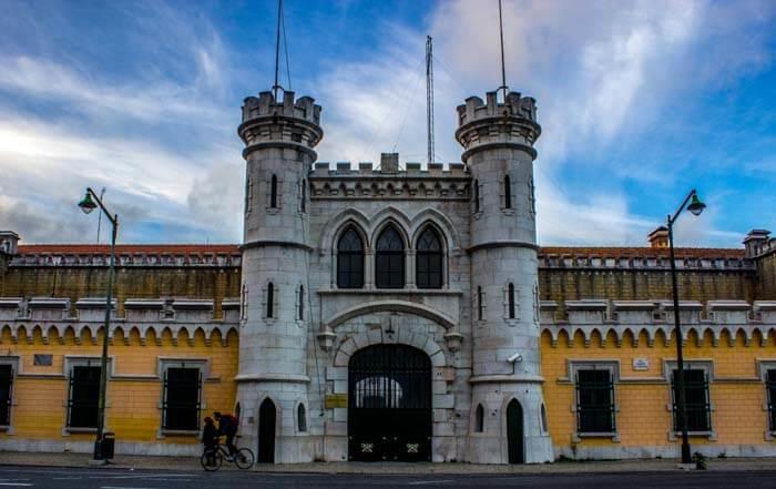 Tumultos e colchões incendiados no estabelecimento prisional de Lisboa