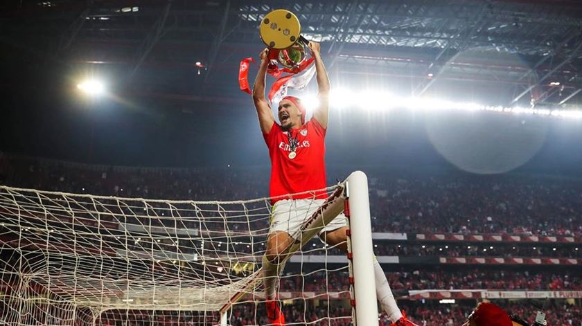 Zlobin quer afirmar-se na baliza do Benfica