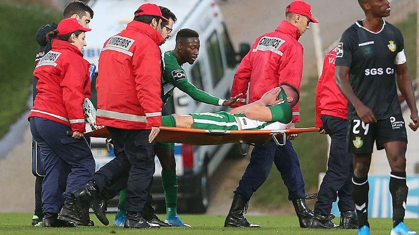 Jambor sofre rutura de ligamentos no joelho e enfrenta longa paragem