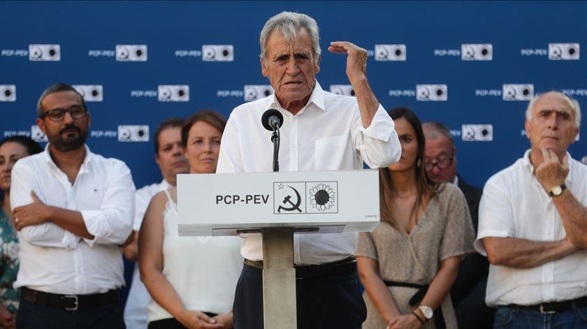 """O secretário-geral do PCP, Jerónimo de Sousa, discursa durante a festa-comício """"40 anos do Serviço Nacional de Saúde"""", em Vila Franca de Xira, este sábado. Foto: Tiago Petinga/Lusa"""
