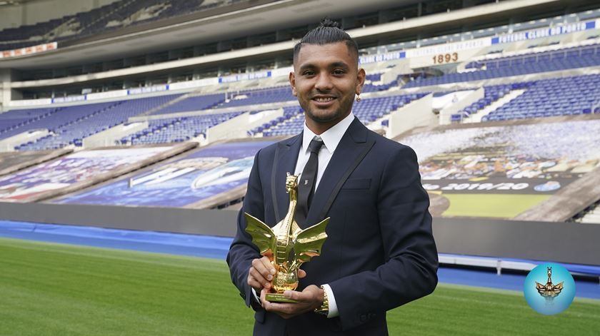 Corona vence Dragão de Ouro para futebolista do ano do FC Porto