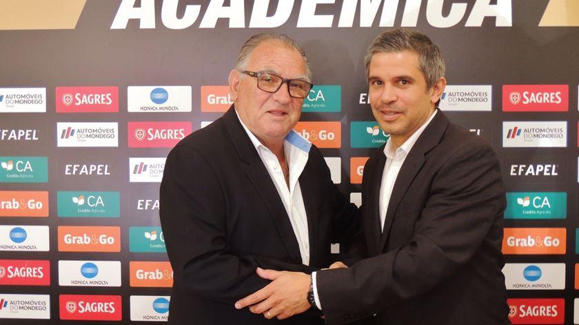"""João Alves: """"A Académica está livre para procurar outro treinador"""""""