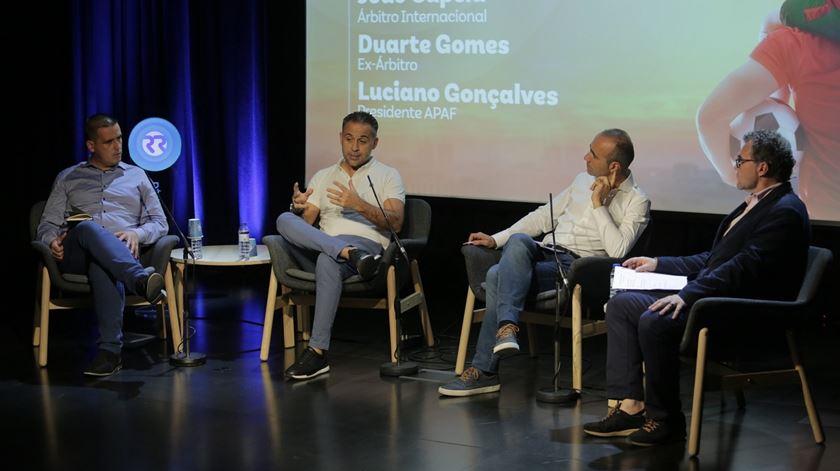 """Árbitro João Capela pede """"serenidade, estabilidade"""" e diz que """"falta agir no futebol português"""""""
