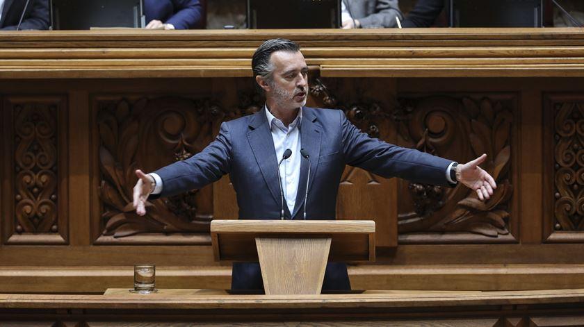 João Cotrim Figueiredo, da Iniciativa Liberal, defende apenas o seu próprio projecto de lei sobre eutanásia. Foto: Miguel A. Lopes/Lusa
