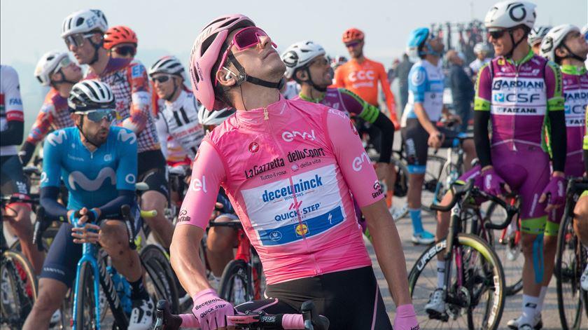 Veja as dificuldades que João Almeida enfrenta hoje para continuar de rosa no Giro