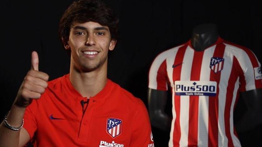 João Félix sai lesionado no jogo de estreia pelo Atlético de Madrid