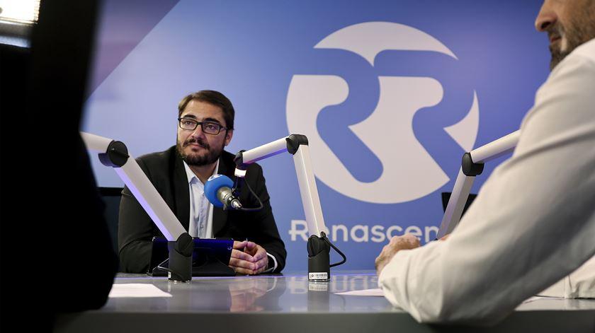 """João Oliveira. Imposto para grandes empresas """"é quase certo"""""""